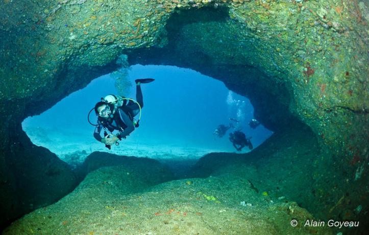 """Le """"Tunnel"""", un site de plongée à la Grande Vigie."""