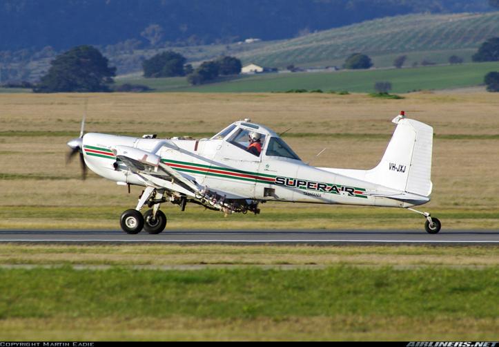 Le Cessna 188 est utilisé pour l'épandage aérien.