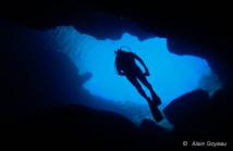 Contre-jour dans la Grotte Amédien en Guadeloupe.