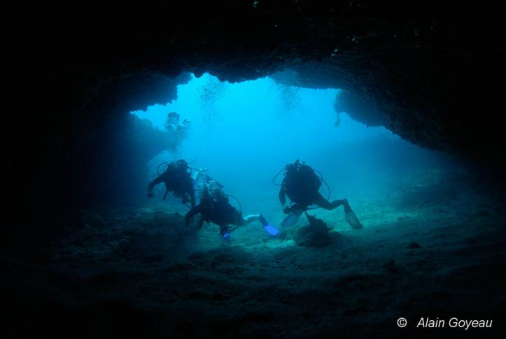 Certaines grottes, comme la Grotte aux Barracudas est réservée aux plongeurs expérimentés.rvés aux