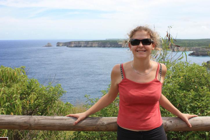 Manuela, si elle ne plonge pas, elle observe les baleine depuis les falaises.