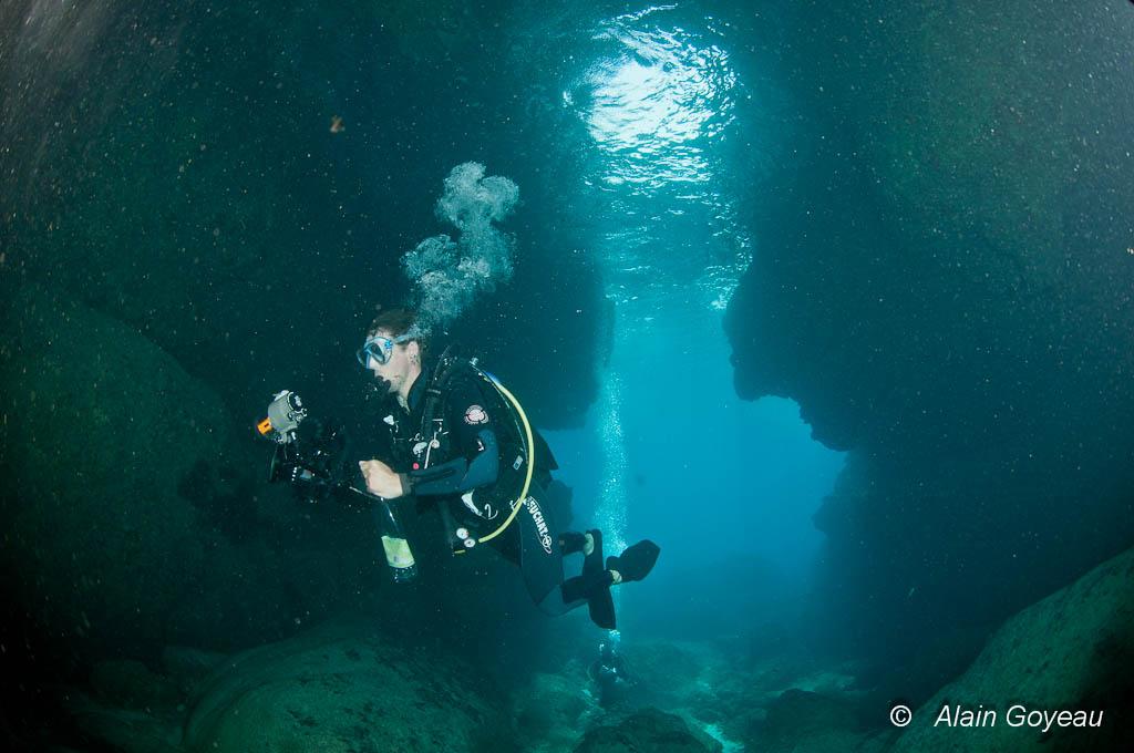 Plongée ambiance grotte à Port-Louis