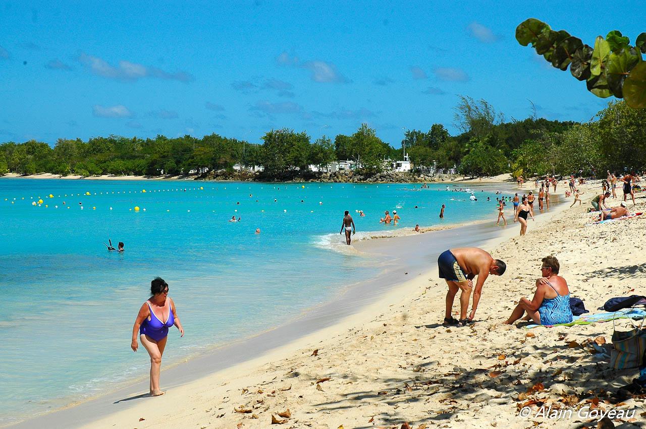 La plage du Souffleur de Port Louis, une des plus belles plage de Guadeloupe.
