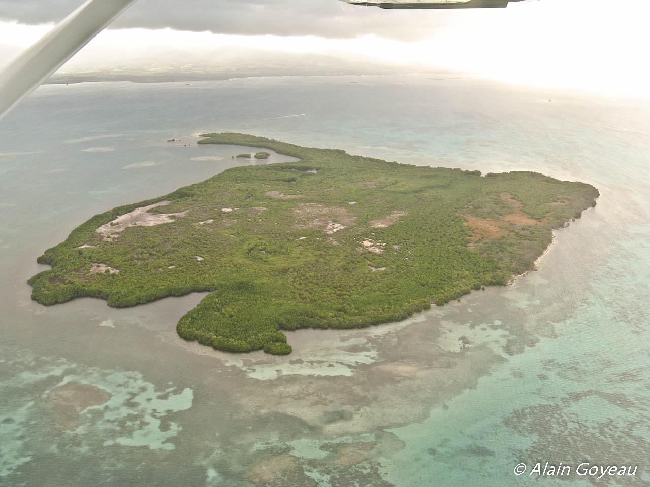 L'Ilet Fajou dans le Parc National de Guadeloupe est classé coeur de Parc. Plongée Guadeloupe.